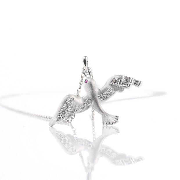 ダイヤモンドとルビーのネックレス 04