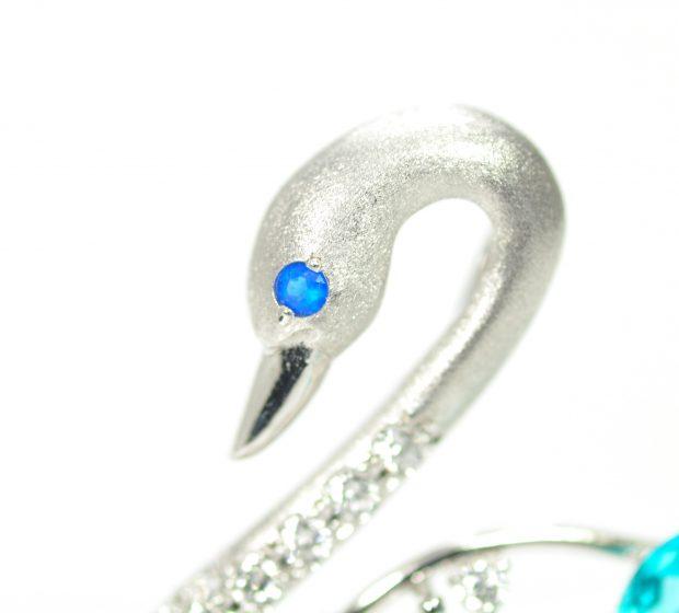 ダイヤモンドとパライバトルマリンの白鳥ブローチ2