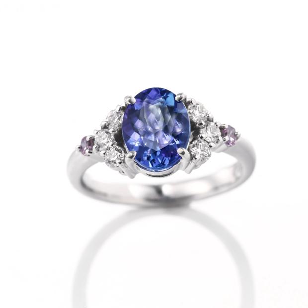 タンザナイトとピンクダイヤモンドのリング