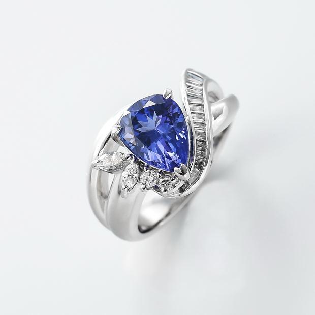 タンザナイトとダイヤモンドのリング