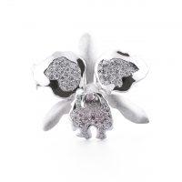 ダイヤモンドのネックレスとブローチ 04