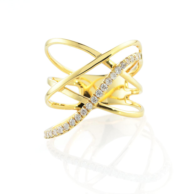 左右非対称のダイヤモンドのリング