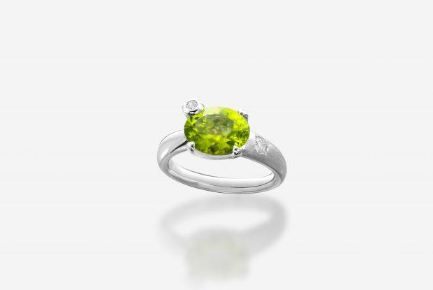 ペリドットの婚約指輪